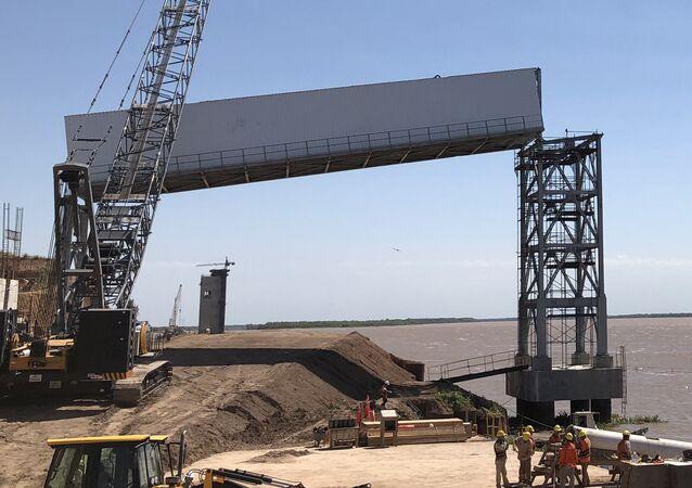Instalação de processamento de soja em terminal portuário da Grande Rosário, na Argentina (arquivo)