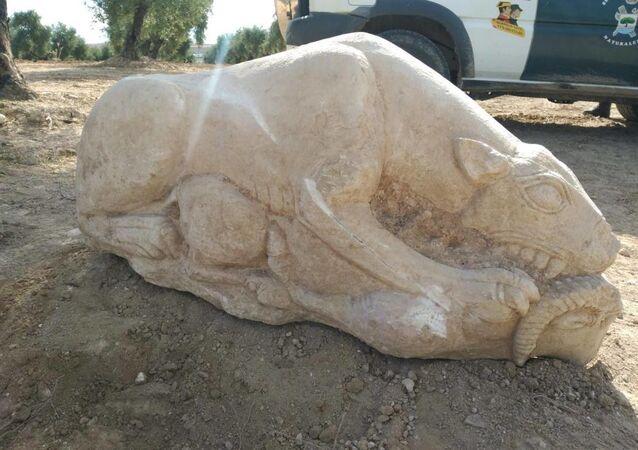 Estátua de leoa encontrada em Cañablanquilla