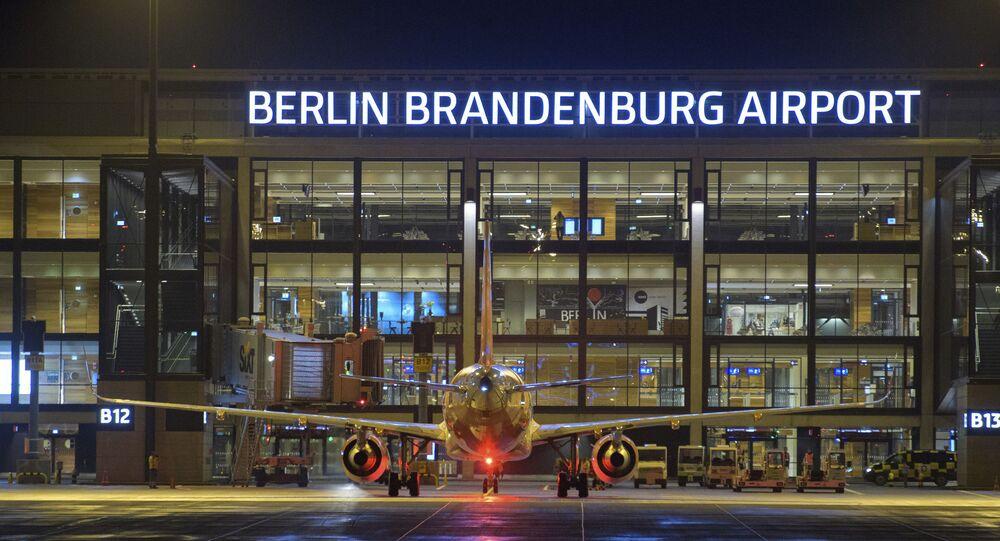 Avião no Aeroporto de Berlim-Brandemburgo