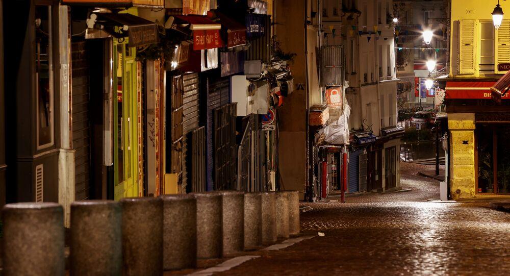Ruas desertas devido ao lockdown decretado em Paris, na França, para conter segunda onda do coronavírus