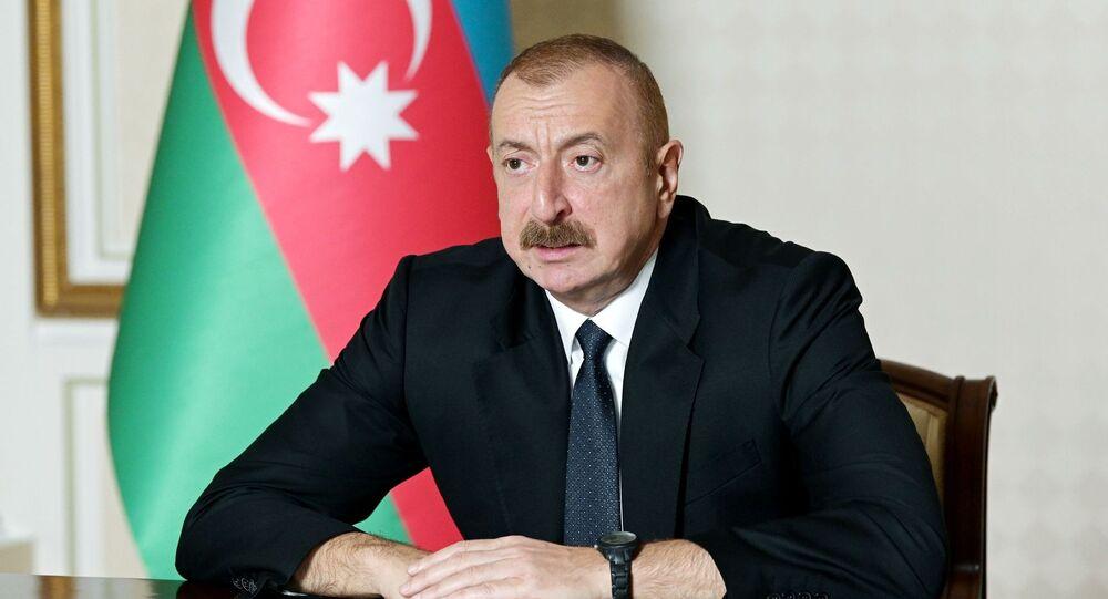 Ilham Aliev, presidente do Azerbaijão, durante uma reunião do Conselho de Segurança, discutindo a situação na fronteira com a Armênia em meio à guerra em torno de Nagorno-Karabakh