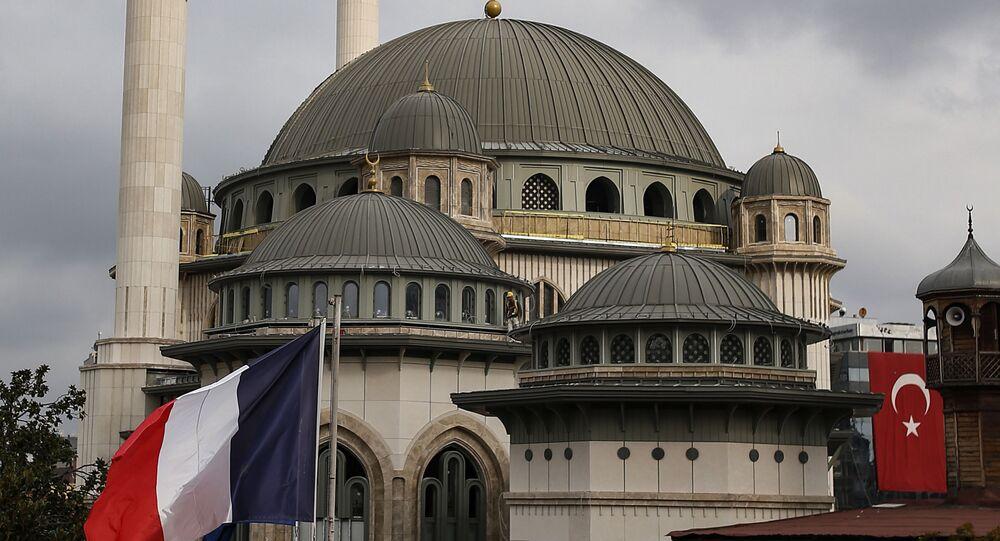 Bandeira do Consulado da França em Istambul, na Turquia