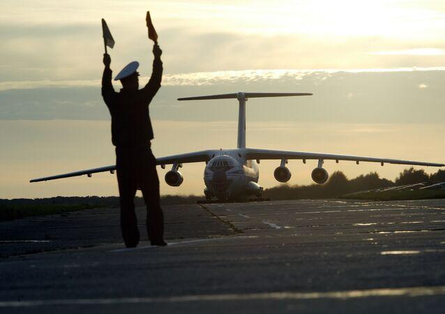 Avião Il-76.