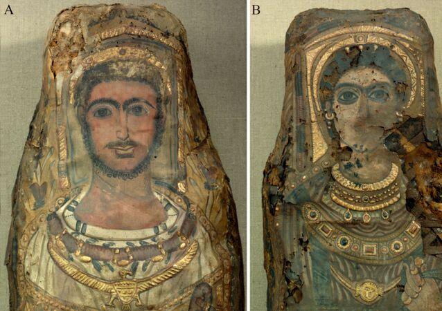 Fragmentos das múmias de homem e de mulher, encontradas em Saqqara em 1615