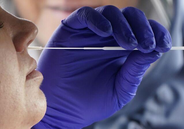 Paciente faz teste de COVID-19 em Salt Lake City, nos EUA