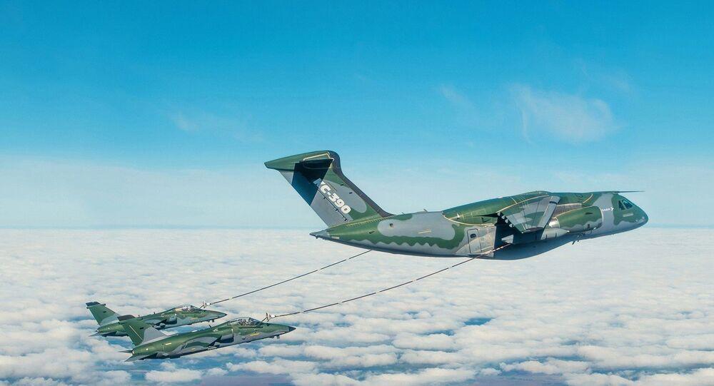 O KC-390 em operação de reabastecimento aéreo durante campanha de testes