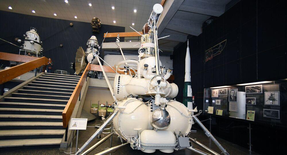 Estação espacial automática Luna-16 no museu