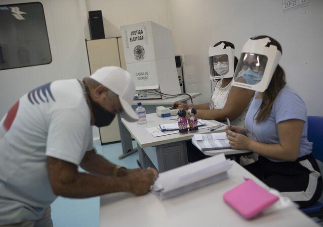 Zona eleitoral na Rocinha, Rio de Janeiro