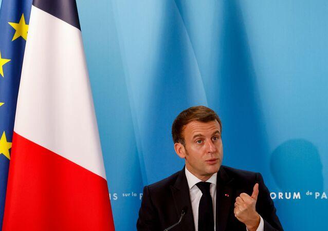 Emmanuel Macron, presidente da França, gesticula enquanto discursa no Fórum da Paz de Paris, no Palácio do Eliseu em Paris, França, 12 de novembro de 2020