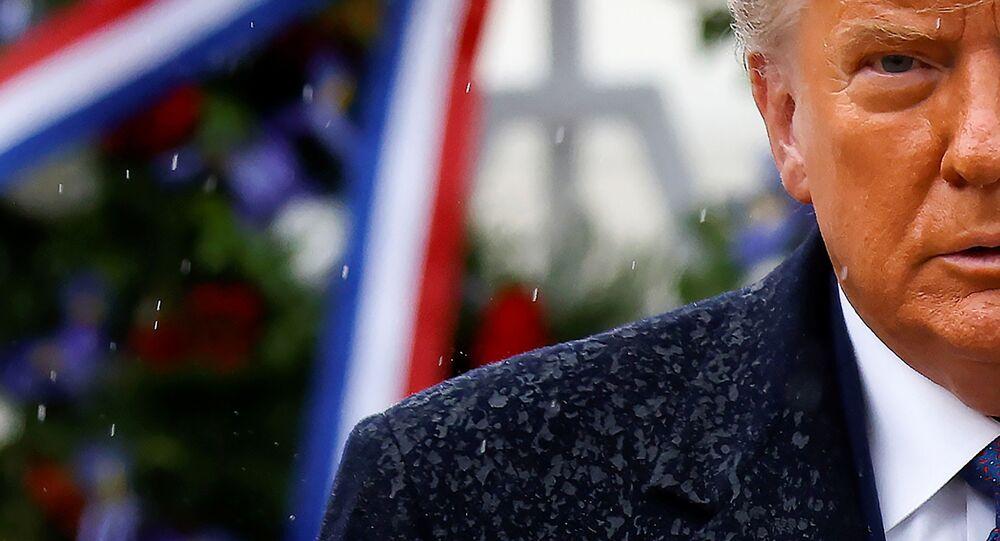Presidente dos EUA, Donald Trump durante as comemorações do Dia do Veterano, em Arlington, Virgínia, 11 de novembro de 2020