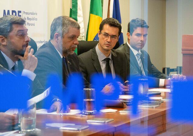 Associação Nacional dos Procuradores da República (ANPR) e integrantes da força-tarefa da Operação Lava Jato concedem coletiva no auditório do Ministério Público Federal no Paraná (MPF), em Curitiba (foto de arquivo)
