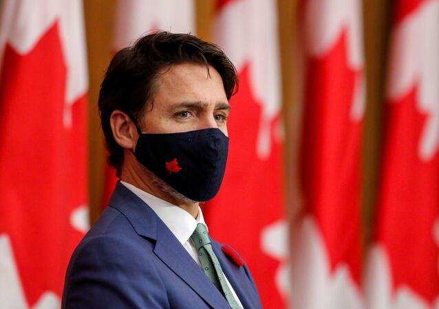 O primeiro-ministro do Canadá, Justin Trudeau, participa de uma coletiva de imprensa usando máscara para proteger-se da COVID-19, em meio à pandemia da doença, em 6 de novembro de 2020