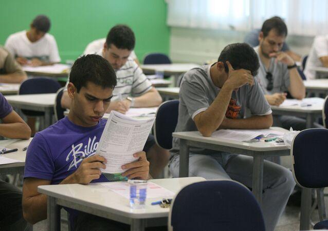 Alunos fazendo a prova do ENADE (Exame Nacional de Desempenho do Estudante), na unidade COC Ribeirania, em Ribeirão Preto, São Paulo, 8 de novembro de 2020 (foto de arquivo)
