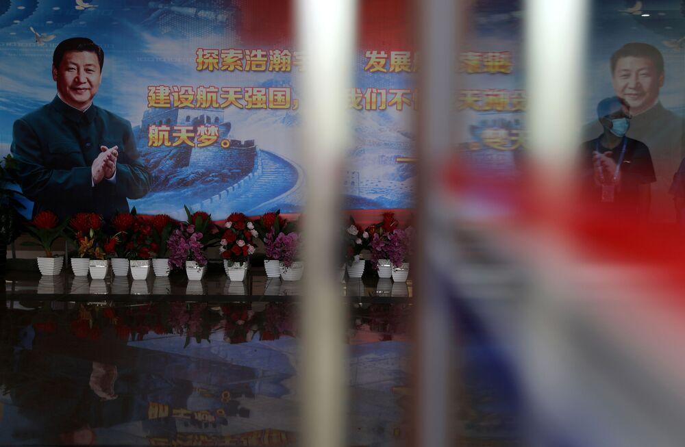 Imagem do presidente da China, Xi Jinping, no Centro de Lançamento Espacial de Wenchang
