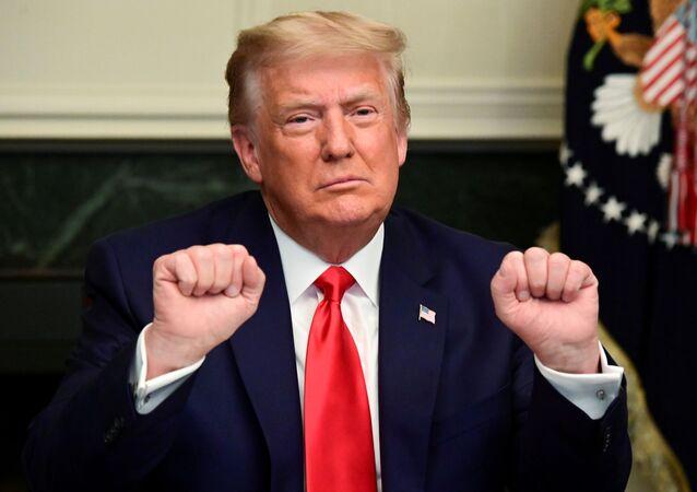 Presidente dos EUA, Donald Trump, em videoconferência com militares, na Casa Branca, Washington, EUA, 26 de novembro de 2020