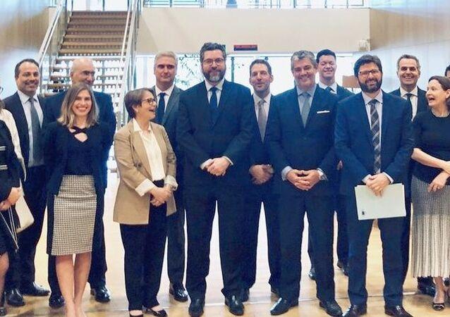 Representantes do governo brasileiro, do Mercosul e da União Europeia no dia do anúncio do acordo comercial em Bruxelas, Bélgica, em 28 de junho de 2019