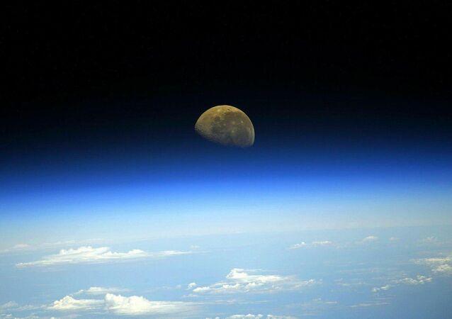 Foto da Lua desde a Estação Espacial Internacional.