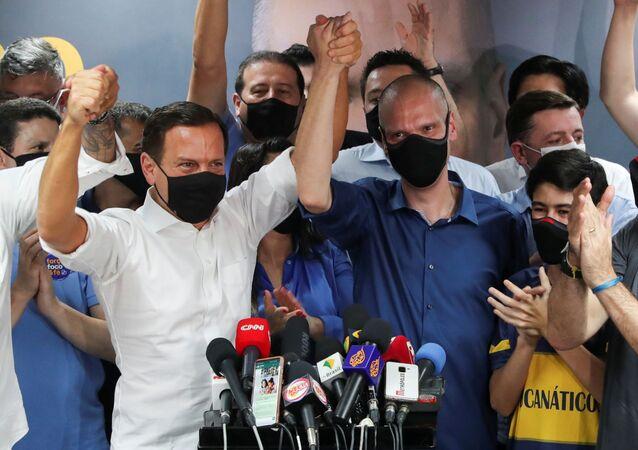 Bruno Covas (PSDB) comemora eleição para prefeito de São Paulo ao lado de Joao Doria (PSDB), governador do estado.