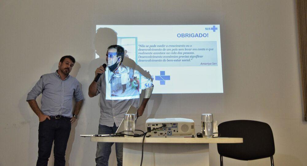 O prefeito eleito do Rio de Janeiro, Eduardo Paes, participa de coletiva ao lado de seu futuro secretário de Saúde, Daniel Soranz, em 30 de novembro de 2020