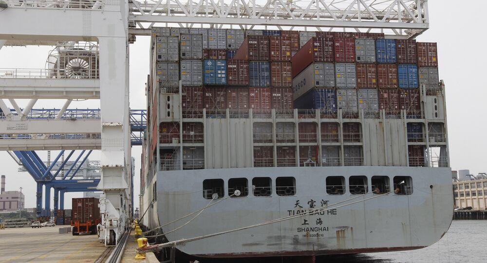 Embarcação da China com contêineres