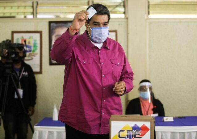 Nicolás Maduro, presidente da Venezuela, vota nas eleições parlamentares em Caracas, Venezuela, 6 de dezembro de 2020