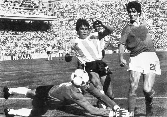 Paolo Rossi no jogo em que a Itália venceu a Argentina por 2x1 na Copa do Mundo da Espanha em 1982