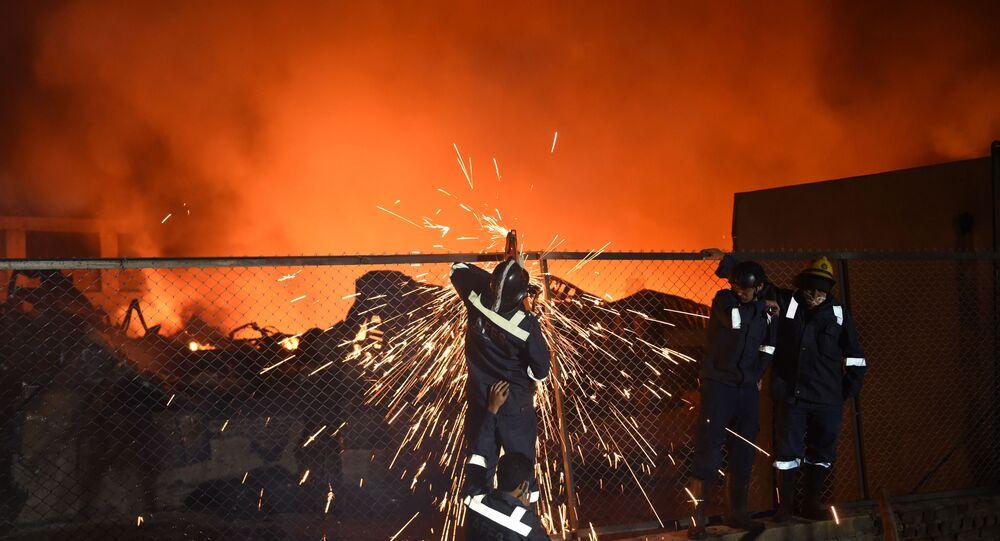 Serviços de Emergência trabalham para conter incêndio em fábrica química (imagem referencial)