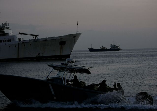 Barco da Guarda Costeira de Trinidad e Tobago durante patrulho perto da cidade de Por of Spain, capital do país (arquivo)