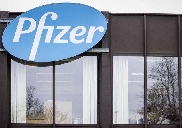 Logotipo da farmacêutica Pfizer (imagem referencial).