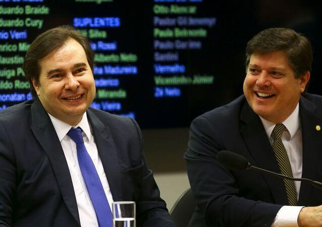Presidente da Câmara dos Deputados, Rodrigo Maia (DEM-RJ), e o deputado federal Baleia Rossi (MDB-SP), durante sessão plenária da Câmara (foto de arquivo)