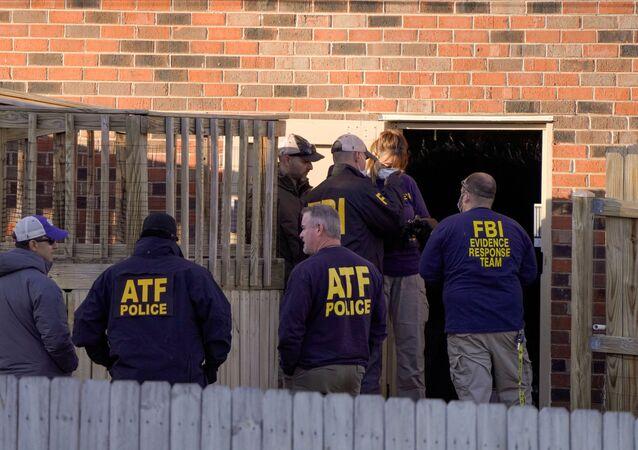 Agentes do FBI no local da explosão em Nashville, EUA
