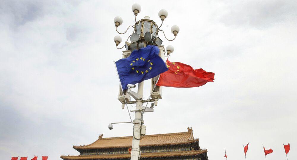 As bandeiras da União Europeia e da China