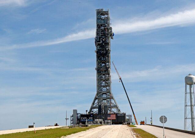 Lançador móvel do Sistema de Lançamento Espacial 39B da NASA no Centro Espacial Kennedy na Flórida, EUA, 1º de julho de 2019