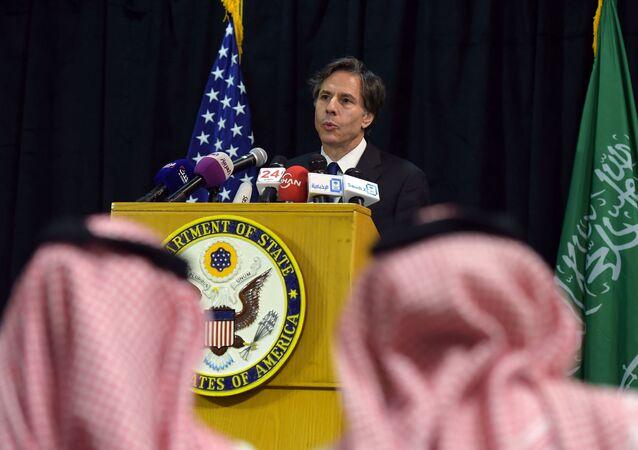 Antony Blinken, enquanto vice-secretário de Estado dos EUA, em visita à Riad, Arábia Saudita, 7 de abril de 2015 (foto de arquivo)