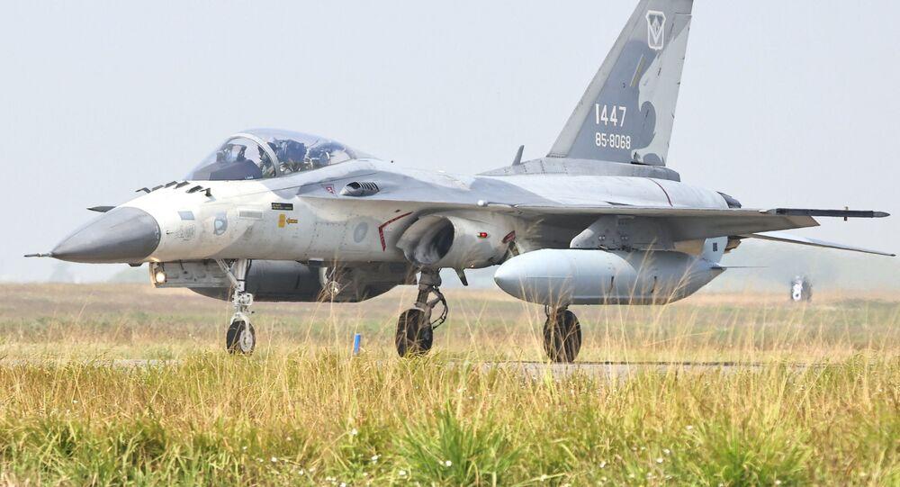 Caça de Defesa Nacional F-CK-1 Ching-kuo na base da Força Aérea em Tainan, Taiwan, 26 de janeiro de 2021