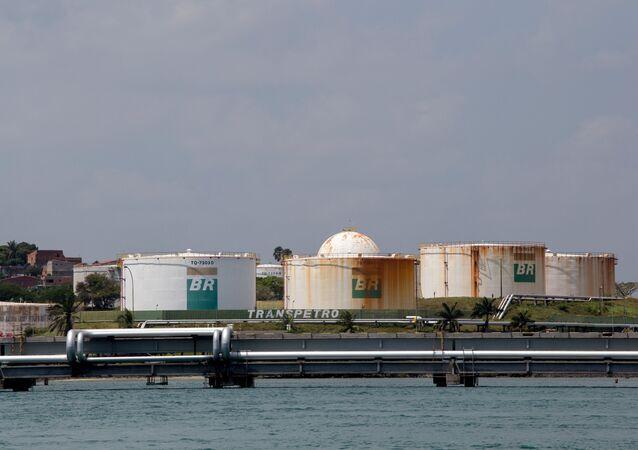 Tanques no terminal marítimo da Petrobras (Temadre), em Madre de Deus, na Bahia