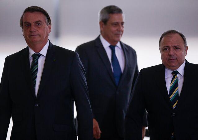 O presidente Jair Bolsonaro e o ministro da Saúde, Eduardo Pazuello
