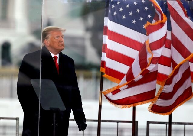 Donald Trump, ex-presidente dos EUA, no final de um discurso durante comício em Washington, EUA, em 6 de janeiro de 2021