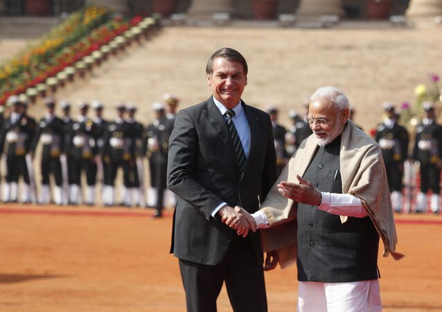 Presidente do Brasil, Jair Bolsonaro, e primeiro-ministro da Índia, Narendra Modi, durante comemorações do Dia da República, Nova Deli, 25 de janeiro de 2020 (foto de arquivo)