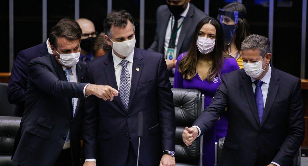 Presidente do Brasil, Jair Bolsonaro, o presidente da Câmara, Arthur Lira (PP-AL), e do Senado, Rodrigo Pacheco (DEM-MG), em sessão no Congresso Nacional, Brasília, 3 de fevereiro de 2021