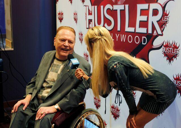O editor Larry Flynt, presidente da Larry Flynt Publications é entrevistado em cerimônia para estrelas e produtores de filmes adultos