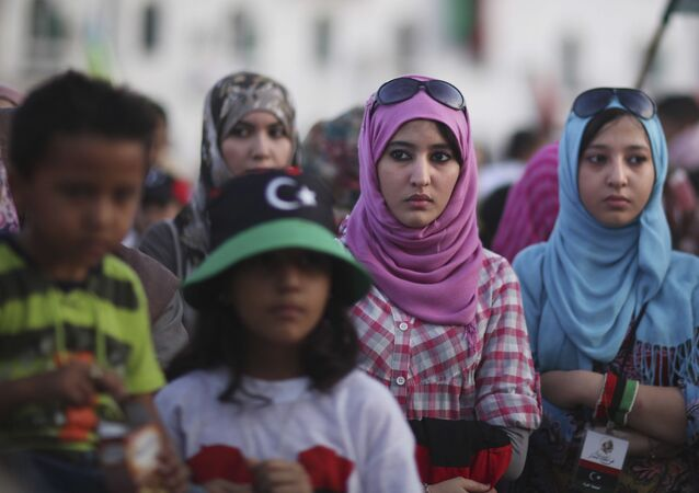 Mulheres participam de protestos na cidade de Trípoli, Líbia, 30 de setembro de 2011 (foto de arquivo)