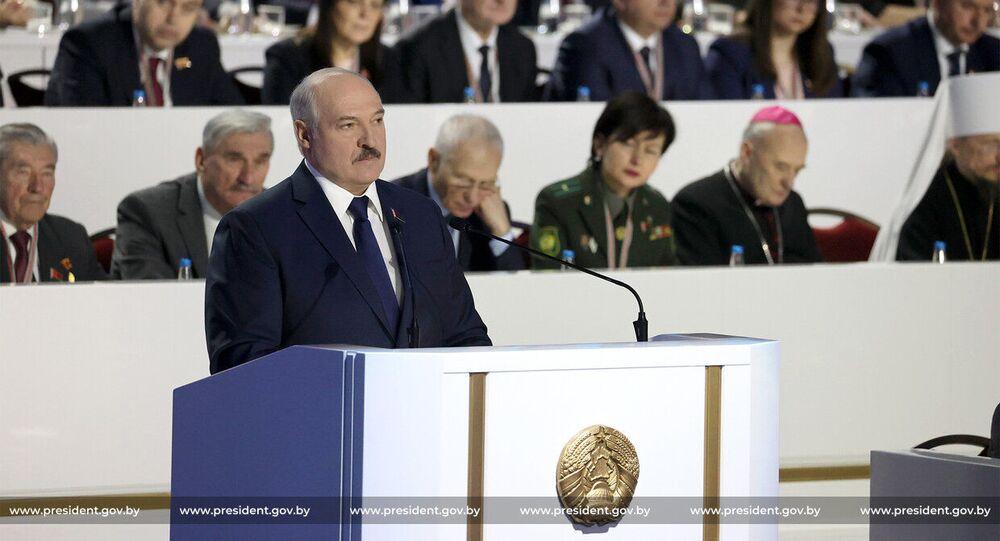 O presidente de Belarus, Aleksandr Lukashenko, fala durante a 6ª Assembleia Popular do país