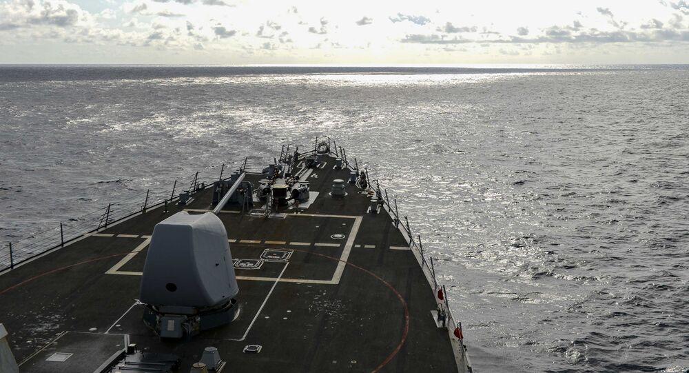 USS Russell navengando no mar do Sul da China, 17 de fevereiro de 2021