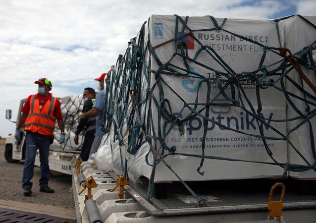 Carregamento com doses da vacina Sputnik V chegam em Caracas, na Venezuela