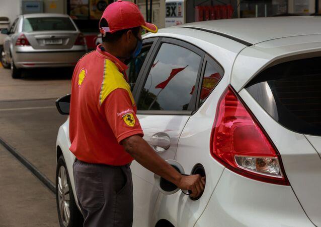 Movimentação em posto de gasolina em Brasília
