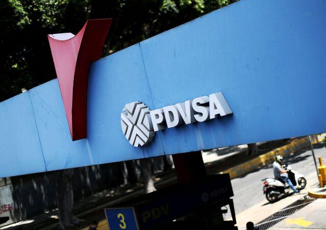Logotipo da empresa petrolífera estatal PDVSA em um posto de gasolina em Caracas, Venezuela, 17 de maio de 2019
