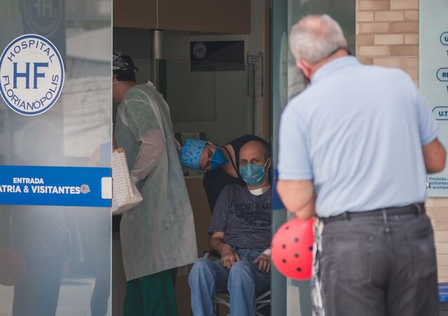 Paciente curado da COVID-19 recebe alta hospitalar após três meses internado no Hospital Florianópolis, em Santa Catarina