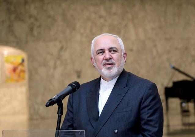 Mohammad Javad Zarif, ministro das Relações Exteriores do Irã, fala no Palácio Presidencial de Baabda, Líbano, 14 de agosto de 2020