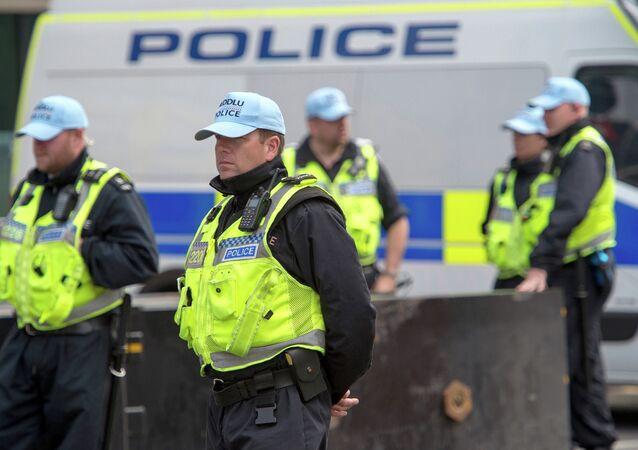 Polícia britânica durante patrulha em Cardiff, País de Gales (arquivo)
